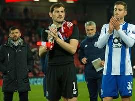 Diogo Dalot (d) se irá al Manchester United. EFE/Archivo