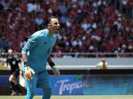 Keylor Navas recibió el cariño de los suyos antes del Mundial. EFE