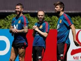 Sergio Ramos y Gerard Piqué son los puntales que sostienen la zaga española. EFE/Archivo
