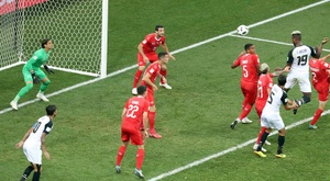 El Suiza-Costa Rica tuvo el primer duelo entre deportivistas de los Mundiales. EFE