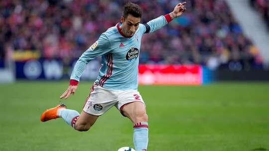 Celta Vigo's Hugo Mallo chased by Fulham. EFE