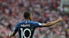 Mbappe continues to gain admirers for the way he carries himself. EFE