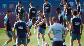 Sigue con paso firme la preparación del Barcelona. EFE