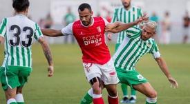El equipo portugués acabó con 8 jugadores. EFE