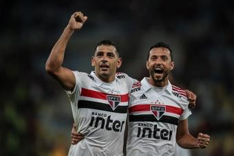 Nené (d) dejó de ser futbolista de Fluminense. EFE