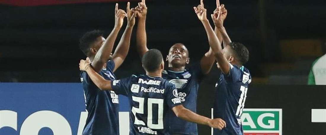 Emelec empató a puntos con Macará, pero lidera por goles. EFE