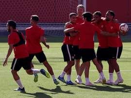 El técnico del Ujpest se mostró inferior al Sevilla. EFE