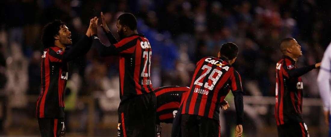 Paranaense dejó en la cuneta a Peñarol. EFE