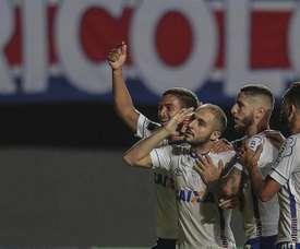Bahía se impuso por 2-0 a Cerro. EFE