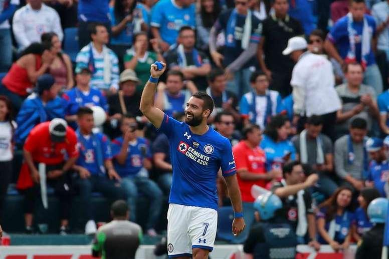 Cauteruccio anotó dos de los tres goles de Cruz Azul. EFE