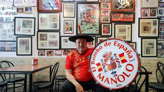 Manolo seguirá animando a la Selección Española. EFE