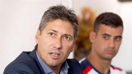 Alfonso Serrano sigue teniendo al confianza del presidente del club, Miguel Concepción. EFE
