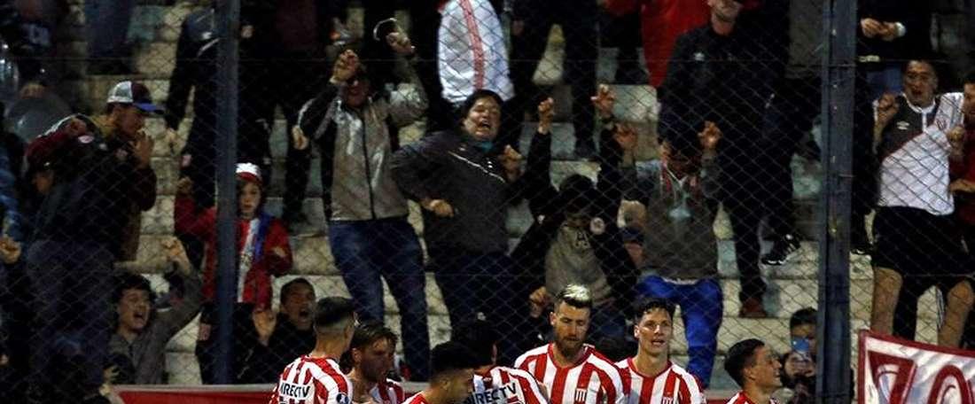Estudiantes hizo hincar la rodilla a Gremio en la ida. EFE