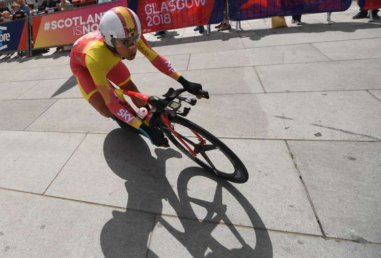El ciclista español Jonathan Castroviejo compite en la prueba contrarreloj del Campeonato de Europa de ciclismo en ruta en Glasgow (Reino Unido). EFE