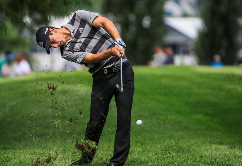 El golfista chileno Joaquín Niemann golpea la bola durante una ronda de entrenamientos con motivo del 100 Torneo del PGA Tour estadounidense disputado en el Golf Bellerive Country Club en San Luís, Misuri (Estados Unidos). EFE