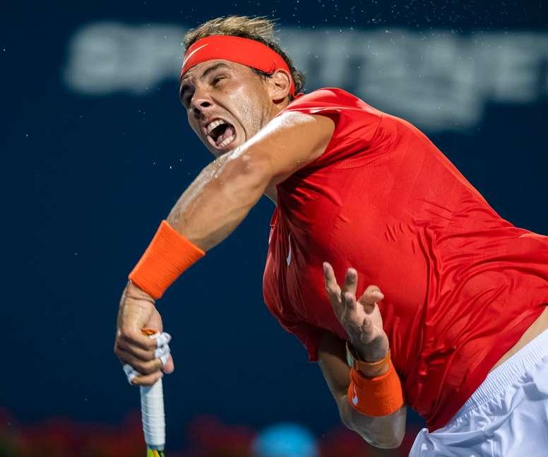 Rafael Nadal de España en acción ante Stan Wawrinka de Suiza durante la tercera ronda del Master de Canadá, en Toronto (Canadá). EFE