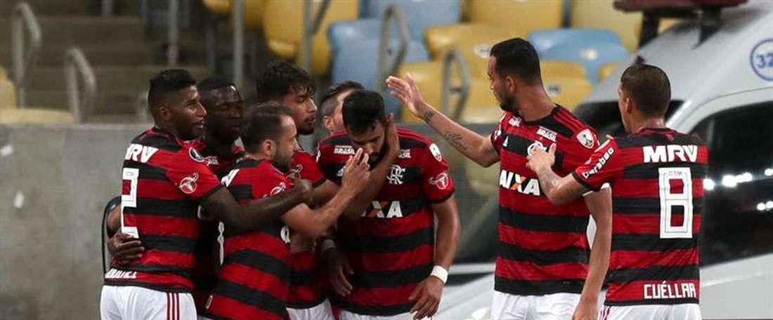 Igualdad en el campo y en el marcador entre Flamengo y Vasco da Gama. EFE