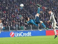 La chilena de Cristiano, favorita al gol del año. EFE/Archivo