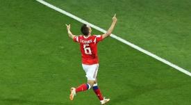 Cheryshev se reencuentra con el técnico asturiano. EFE