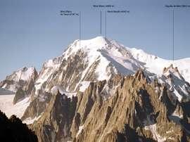 Vista del macizo del Mont Blanc la cima más alta del sistema montañoso y de Europa occidental, en los Alpes septentrionales, tomada desde el noroeste. EFE/Archivo