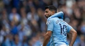 Agüero anotó un 'hat trick' ante el Huddersfield. EFE