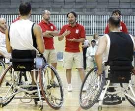 Oscar Trigo (c), entrenador de la selección española de baloncesto en silla de ruedas. EFE/Archivo