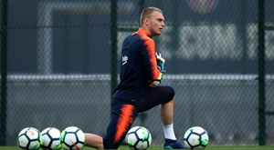 Cillessen is struggling for game time. EFE
