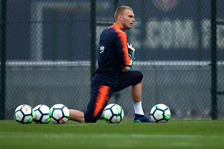 Jasper Cillessen is one of four players who could move between Barcelona and Valencia. EFE