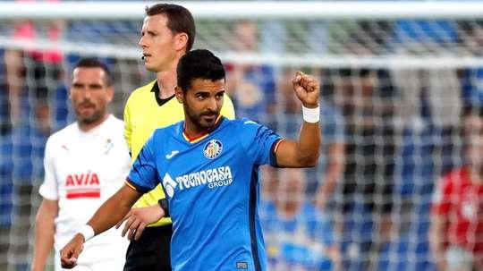 El delantero está en la agenda del club por si salen Stuani o Portu. EFE