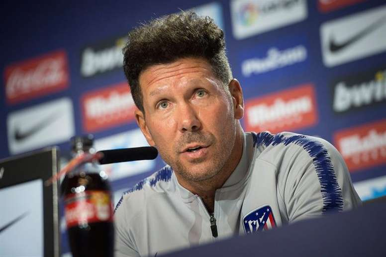 Diego Simeone doesn't want to sign his son. EFE