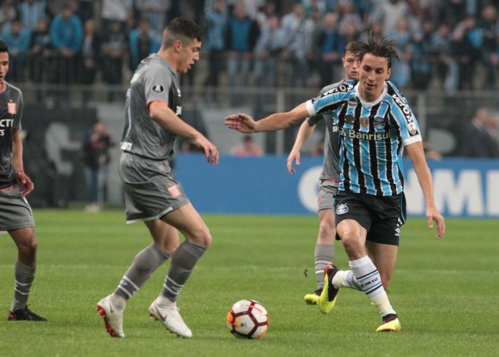 Geromel sofre trauma no pé e desfalca o Grêmio por 15 dias. AFP