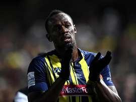 Bolt takes break from Australia football training.EFE