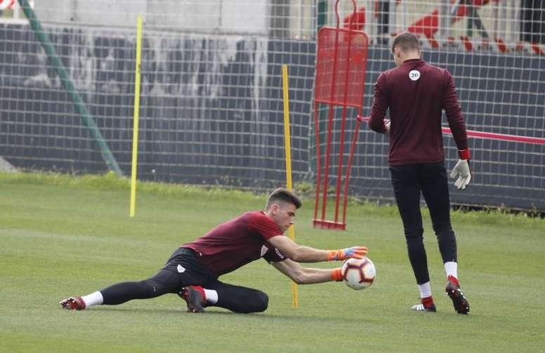 El Athletic antepuso a Unai Simón sobre Remiro. EFE