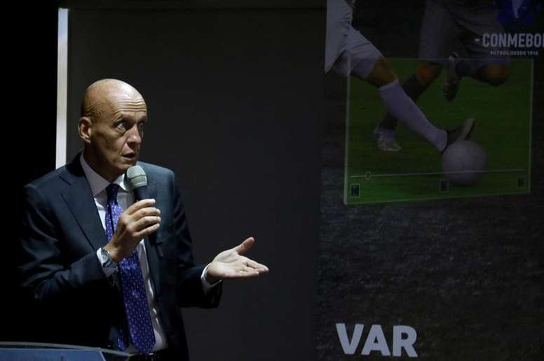 FIFA prepares plan to reduce controversy with VAR. EFE