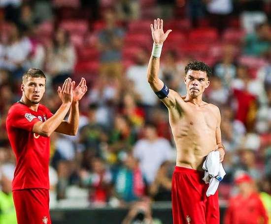 Pepe fait l'éloge de Ruben Dias. EFE