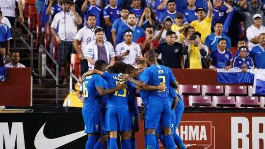 Brasil arrasó a El Salvador. EFE