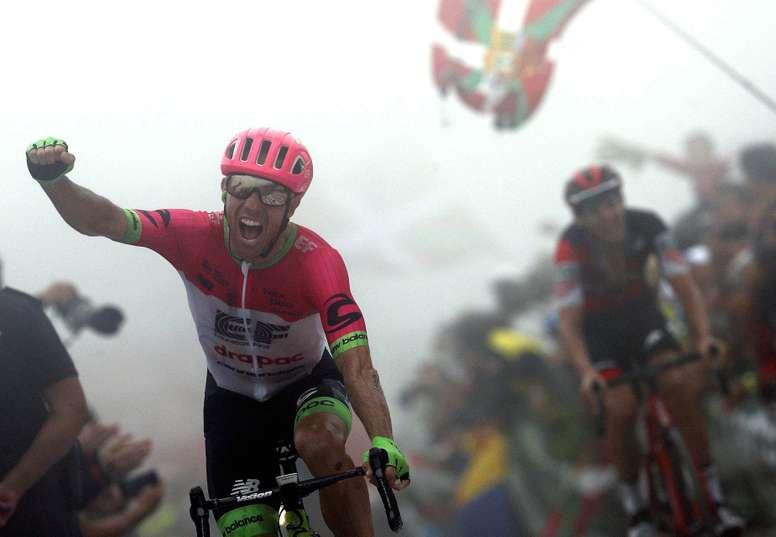 El canadiense Michael Woods (Education First) gana la decimoséptima etapa de la Vuelta disputada entre Getxo y el Monte Oiz (Bizkaia), con un recorrido de 157 kilómetros. EFE