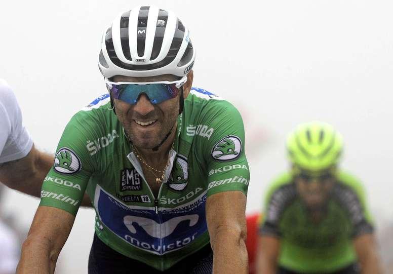 El corredor español del equipo Movistar Alejandro Valverde, durante la decimoséptima etapa de la Vuelta disputada entre Getxo y el Monte Oiz (Vizcaya), con un recorrido de 157 kilómetros. EFE