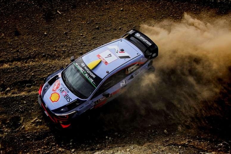 El noruego Andreas Mikkelsen pilota su Hyundai i20 WRC durante el prólogo del Rally de Turquía que se disputa en Marmaris, el 13 de septiembre del 2018. EFE
