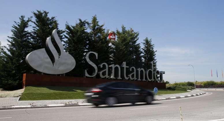 Vista de la Ciudad Financiera del Banco de Santander en la localidad de Boadilla del Monte (Madrid). EFE/Archivo
