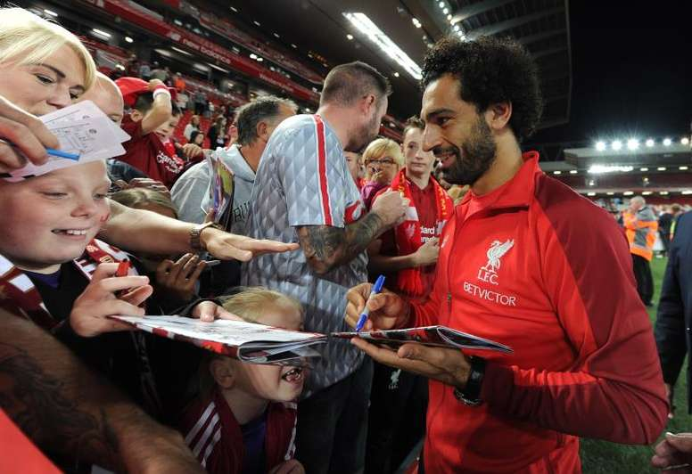 Salah has avoided prosecution after using a mobile phone whilst driving in August. EFE