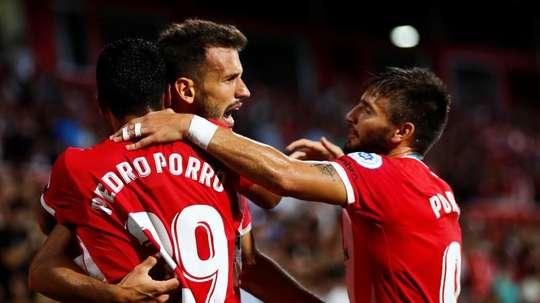 El Real Madrid tiene en la mirada a Pedro Porro. EFE