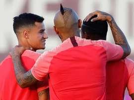 Malcom menace Coutinho. EFE