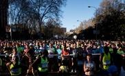 Miles de participantes momentos antes de tomar la salida del Medio Maratón de Madrid. EFE/Archivo