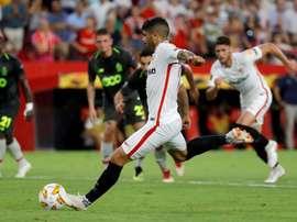 Arsenal insiste pour Banega. EFE