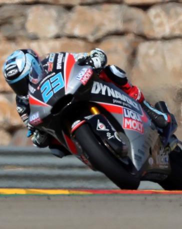 El piloto alemán de Moto2 Marcel Schrotter (Dynavolt Intact GP) durante la sesión de entrenamientos libres celebrada hoy en el circuito turolense de Motorland Aragón, donde este fin de semana se disputa el Gran Premio Movistar Aragón de MotoGP. EFE