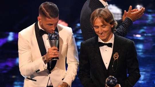 Ronaldinho y Ballack subieron a suplir a Messi y Cristiano. FIFA