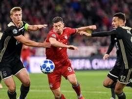 Mazraoui, el tercero del Ajax en interesar al Barça. EFE