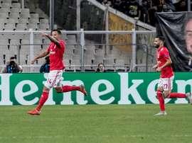 El Benfica está a un punto del Oporto. EFE