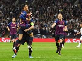 Coutinho abrió la lata y fue de los mejores junto a Messi. EFE